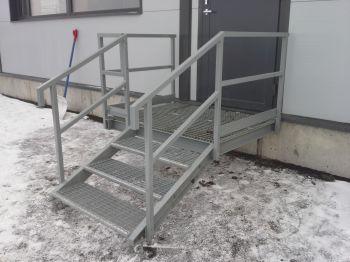 Sisäänkäynti portaat